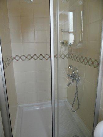Hotel Darussaade Istanbul: Ванная комната в одноместном номере