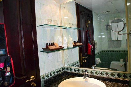 Arabian Courtyard Hotel & Spa: unser Badezimmer