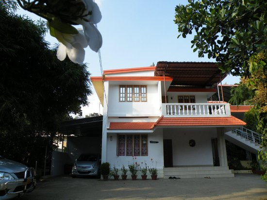 Tranquilou Home Stay: LA GUESTHOUSE