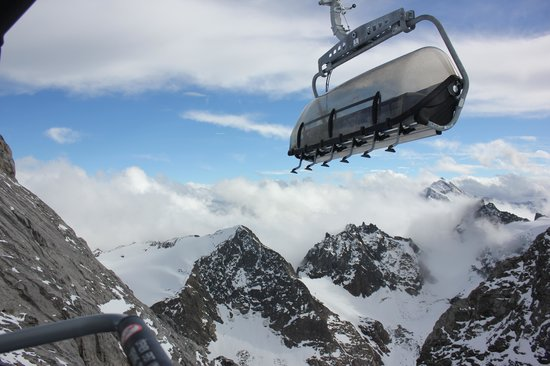 Mount Titlis: Ice flier airlift