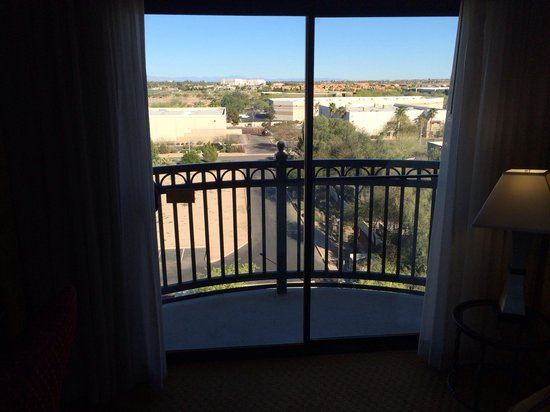 Hilton Phoenix Chandler: Upgrade Room IV of IV, some rooms have balcony