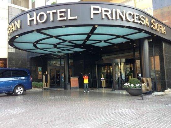 Gran Hotel Princesa Sofia: Hotel entrance