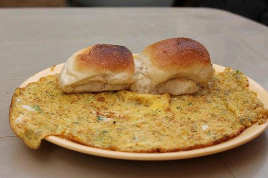 Nagaon Beach: Omlet Bread