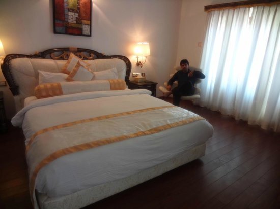 White Pearl Suites: Room