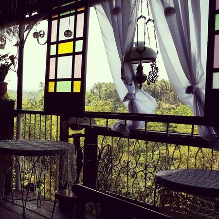 Catalino's Cafe and Restaurant : view of mt. Banahaw