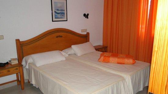 Universal Aparthotel Elisa: Schlafzimmer