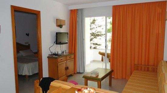 Universal Aparthotel Elisa: Wohnzimmerbereich