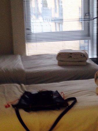PREMIER SUITES London: Second bedroom