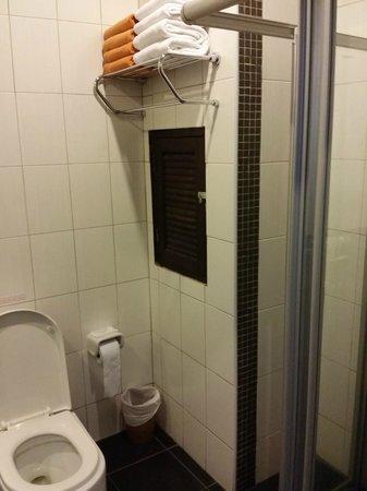 Meir Jarr: Bathroom