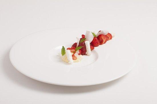 Auberge De Clochemerle : Dessert Fraise