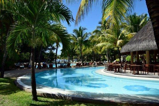 Canonnier Beachcomber Golf Resort & Spa: Pool und Bar