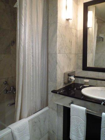 Hotel Rabat: Baño