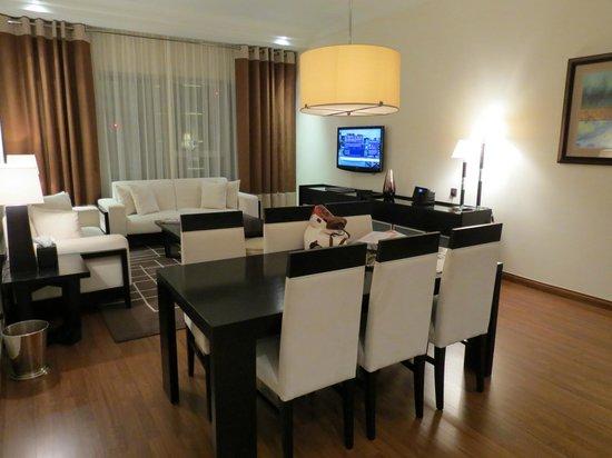 Grosvenor House Dubai: Seating/Dining area