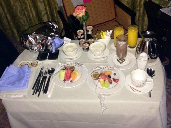 Jumeirah Al Qasr at Madinat Jumeirah: Petit déjeuner servis en chambre