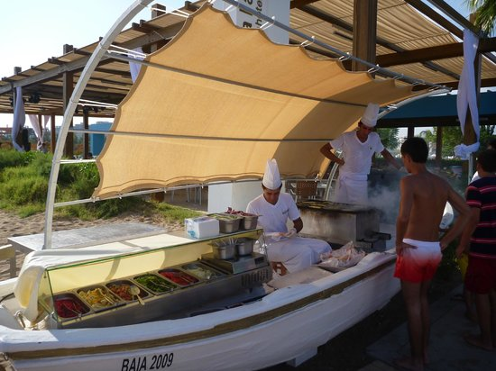 Baia Lara Hotel: Mittagssnack: Frisches vom Grill