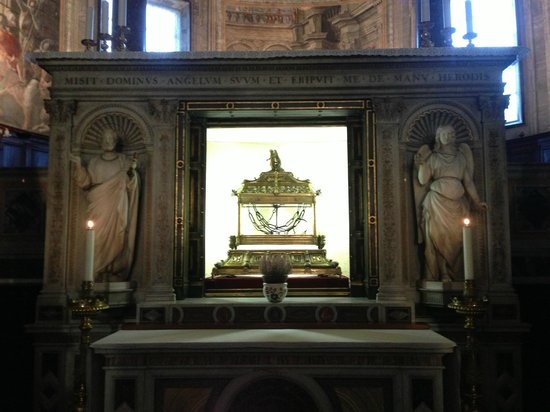 Saint-Pierre-aux-Liens (San Pietro in Vincoli) : Chains that bound Saint Peter