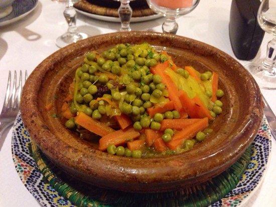 Tajine poulet petit pois carrottes - Picture of Le Tajine ...