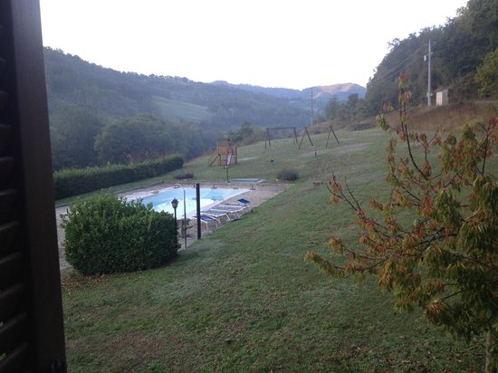 La Tavola Marche Agriturismo & Cooking School: Morning dew in the mountains, looking out our window