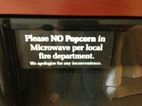 Hampton Inn Detroit / Auburn Hills - North (Great Lakes Crossing Area): No Popcorn in Microwave