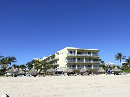 Days Hotel - Thunderbird Beach Resort: derrière de l'hôtel