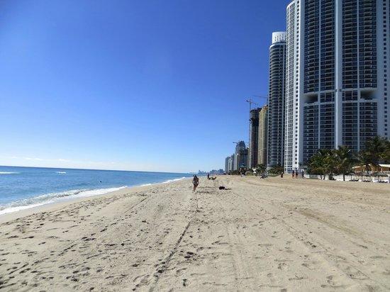 Days Hotel - Thunderbird Beach Resort : la plage