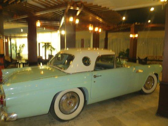 Days Hotel - Thunderbird Beach Resort : dans le hall d'entrée