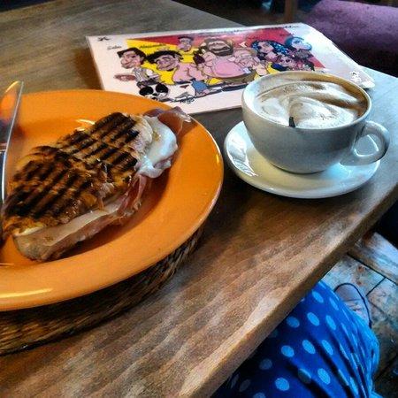 Gaia Delicatessan: Breakfast