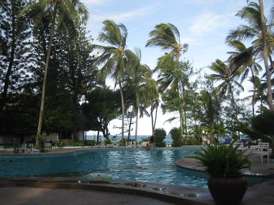 Kilifi Bay Beach Resort: Beautiful pool area