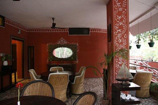 Rudraneel Villa : dining area
