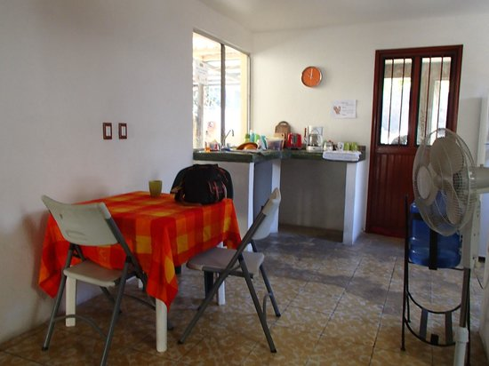 Baja Backpackers Hostel: Kitchen