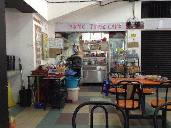 Yong Teng Cafe: 入って一番左側にあるお店です