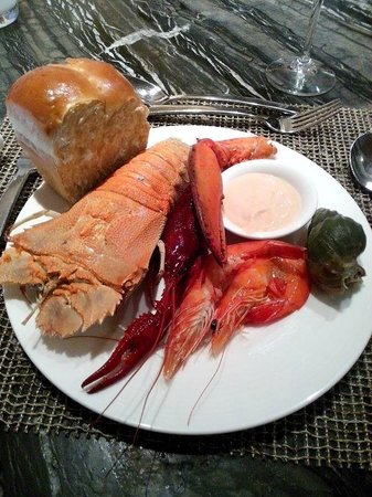 Gateway Hotel (a member of Marco Polo Hotels): seafood buffet