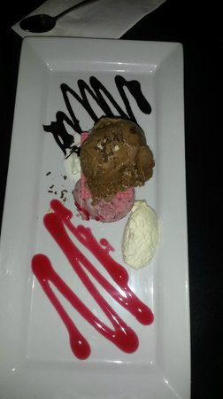 Alfresco's Restaurant and Bar : The Triple Ice Cream platter - absolutely smashing!