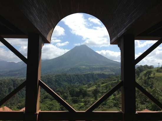 The Springs Resort and Spa: View of Arenal volcano from the upper Lobby