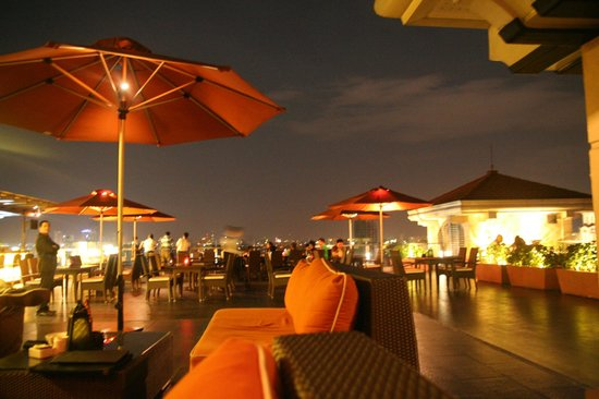 Sky Deck at The Bayleaf Hotel: Sky Deck night view