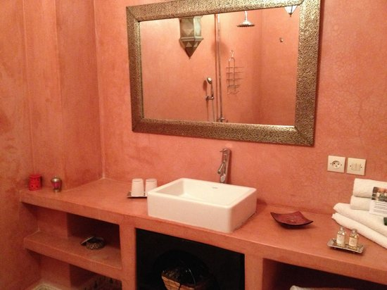 Riad Mouna : Bathroom in a twin room