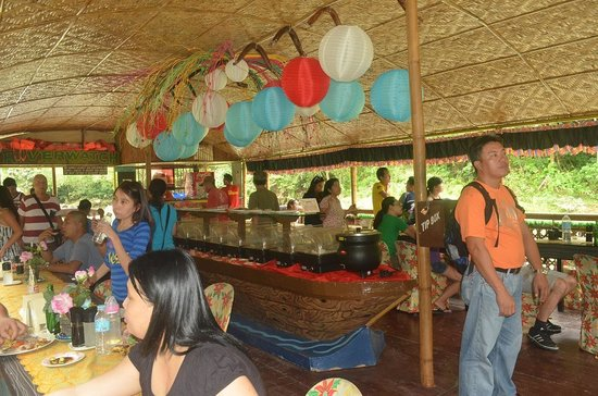 RIVER WATCH FLOATING RESTO: Buffet
