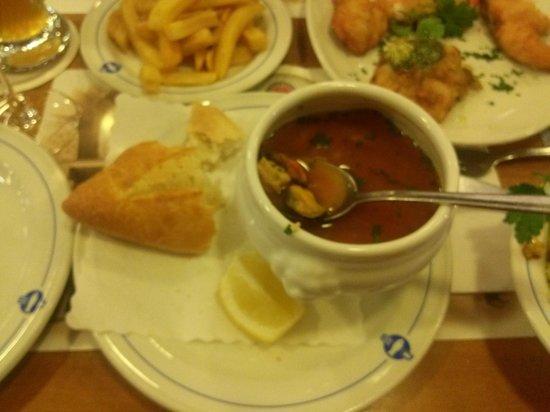 Daniel Wischer : Рыбный супчик (маленькая порция), рыбная тарелка (уже опробована нами), гарнир