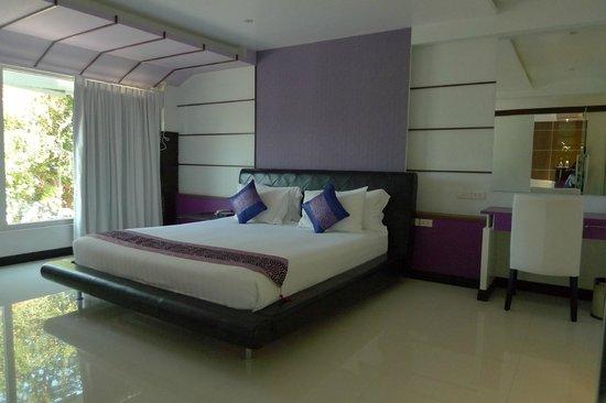 The L Resort Krabi: bed room