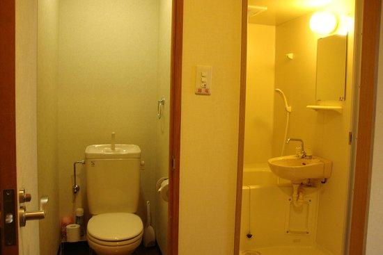 Kyoto Hana Hostel: Level 3 bathroom n toilet