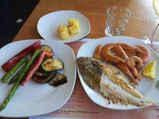 Dim Sum Wok : Рыба, креветки и овощи на гриле