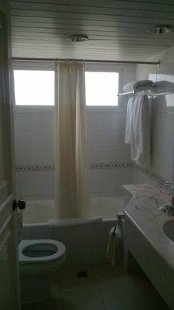 Hotel Los Cactus: Bathroom