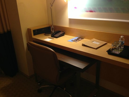 Renaissance ClubSport Aliso Viejo Laguna Beach Hotel: Desk