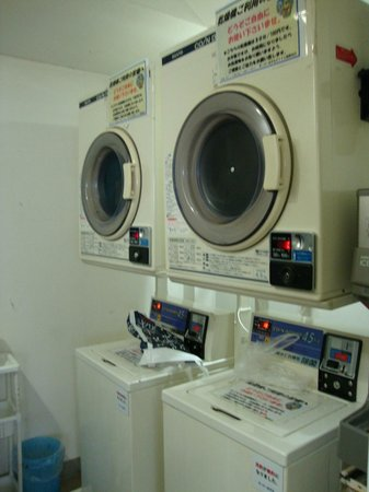 Super Hotel Lohas Ikebukuro-Eki Kitaguchi : Washing machines and dryer at 100yen 30 min