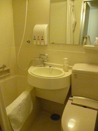 Hotel Sunroute Aomori : ห้องน้ำ