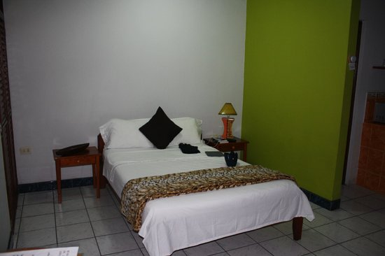 Nativa Apartments : Spacious bedroom area