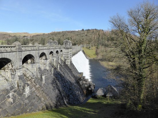 Glyndwr's Way: Lake Vyrnwy dam