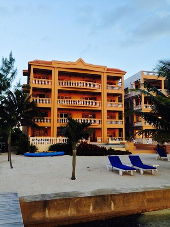 Hol Chan Reef Resort Villas : Beautiful Hol Chan at sunrise