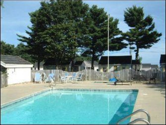 The Seagull Inn and Condominiums: Vintage Pool