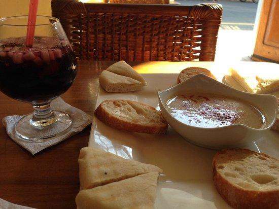 Karma Cafe: Hummus and Sangria